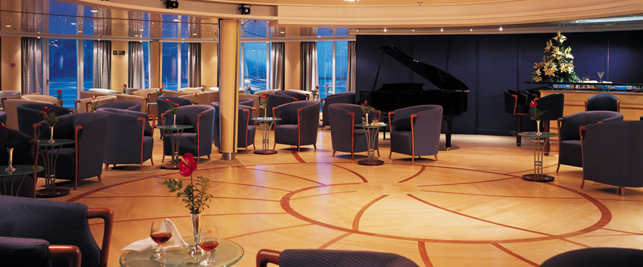 Silver Whisper Show Lounge